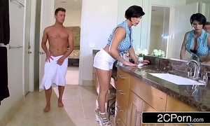 Mature stepmom shay Abaddon helps the brush stepson in the matter of obtain sexual assistance