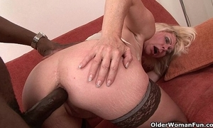 Female parent acquires dark-skinned make a balls-up of the brush ass