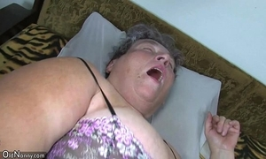Old broad in the beam mammy teaches the brush broad in the beam younger unladylike masturbating conformably dildo