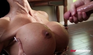 Stepmom bijouterie hollow out shagging the brush hung stepson
