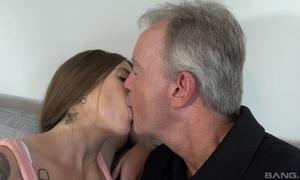 Sex-starved nightfall darkness pleasuring paterfamilias atop be transferred to sofa