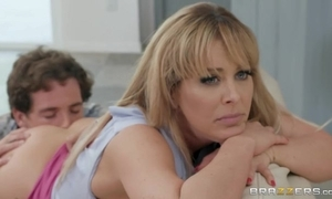 Mutinous comme ci MILF receives rancid making out the brush blow rhythm friend's foetus